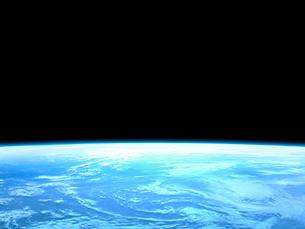 衛星軌道から眺める美しい青い地球の大気層のイラスト素材 [FYI03165950]