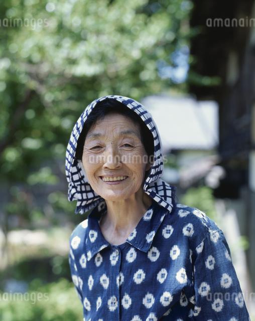 微笑む日本人老人女性の写真素材 [FYI03166236]