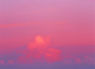空と雲(ピンク) 乗蔵高原 長野県の写真素材 [FYI03166891]