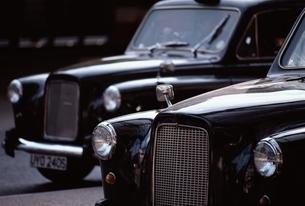 2台のタクシー(黒) ロンドン イギリスの写真素材 [FYI03167204]