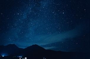 山脈と星空   妙高 新潟県の写真素材 [FYI03168497]