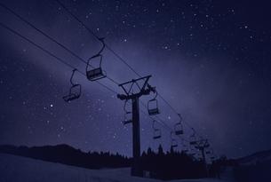 夜のスキー場の写真素材 [FYI03168513]