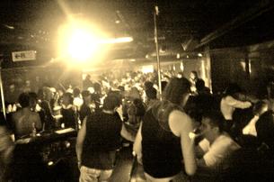 クラブの照明と群集の熱気の写真素材 [FYI03168844]