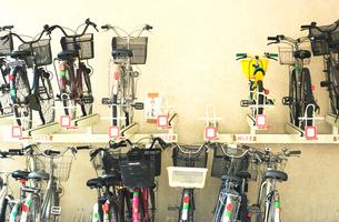 自転車置き場の写真素材 [FYI03168996]