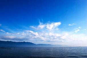 琵琶湖と空の写真素材 [FYI03169243]