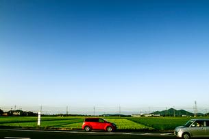 行き交う車の写真素材 [FYI03169475]