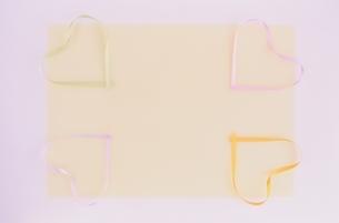 4つのハート型リボンの写真素材 [FYI03170303]