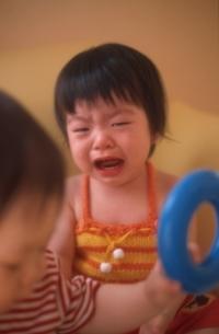 泣く日本人の赤ちゃんの写真素材 [FYI03170328]