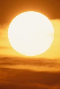 オレンジ色の太陽の写真素材 [FYI03170532]