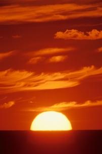日本海に沈む夕日    天売島 羽幌町 北海道の写真素材 [FYI03170535]