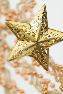 クリスマスの星型オーナメントの写真素材 [FYI03171259]