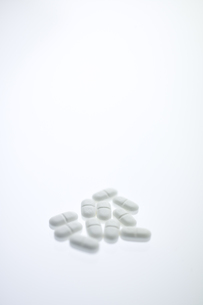 白い錠剤の写真素材 [FYI03171516]