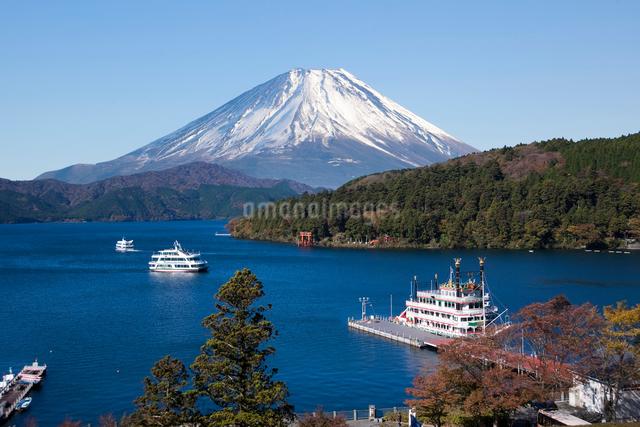 箱根芦ノ湖と富士山 合成の写真素材 [FYI03171672]