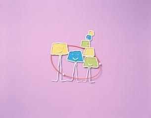 楽しい友達のキャラクター フォトイラスト(紫)の写真素材 [FYI03171685]