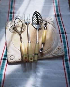 キッチンイメージ 50-60年代のイギリスの古いキッチン道具の写真素材 [FYI03171779]