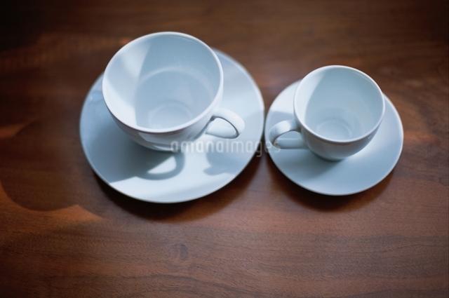 コーヒーカップとソーサー(2組)の写真素材 [FYI03171806]