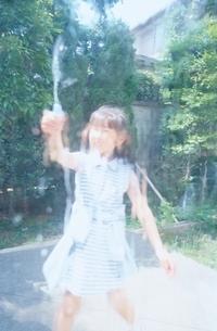 水遊びの日本人の女の子の写真素材 [FYI03172036]