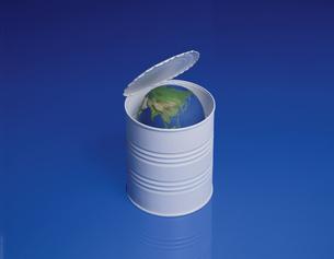 缶詰の中に入った地球 フォトイラストの写真素材 [FYI03172186]
