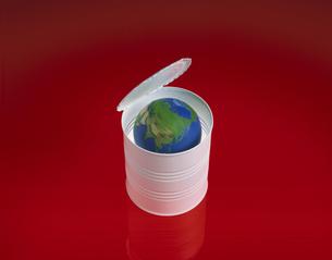 缶詰の中に入った地球 フォトイラストの写真素材 [FYI03172192]