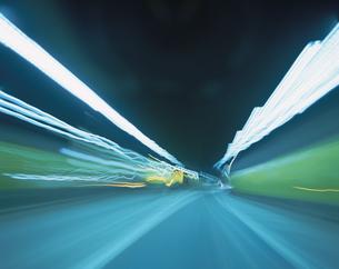 光跡(トンネル内)の写真素材 [FYI03172299]