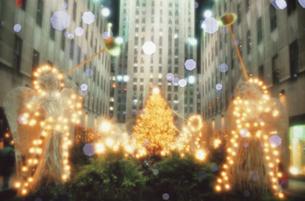 クリスマスツリーと天使の電飾 ニューヨークの写真素材 [FYI03172326]