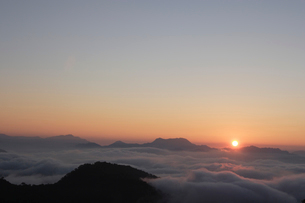 日の出と雲海の写真素材 [FYI03172368]