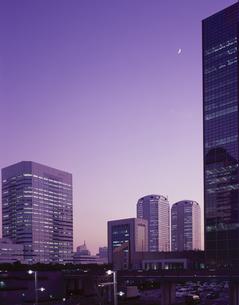 夕暮れの幕張新都心のビル 千葉県の写真素材 [FYI03172962]