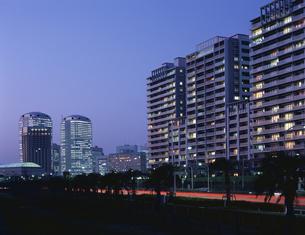 幕張新都心と住宅街夕景 千葉県の写真素材 [FYI03172980]