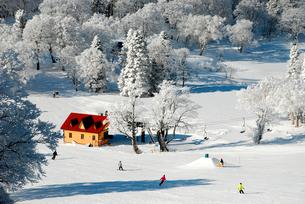 山形蔵王温泉スキー場のリフト乗り場の写真素材 [FYI03173236]