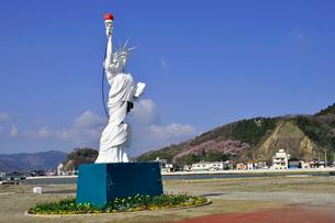 更地に立つ自由の女神の写真素材 [FYI03173611]
