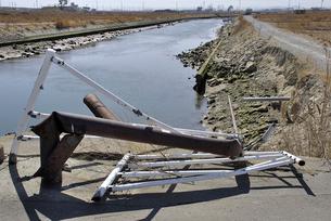 壊れた橋の欄干の写真素材 [FYI03173784]