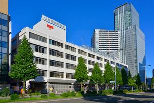 仙台中央郵便局と仙台トラストシティの写真素材 [FYI03174972]