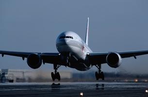 飛行機の写真素材 [FYI03175152]