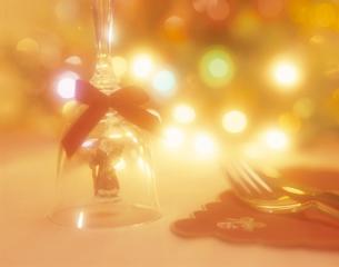 サンタクロースのディナーベルのクリスマスイメージの写真素材 [FYI03175333]