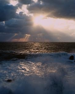 冬の日本海の夕景 越前海岸 福井県の写真素材 [FYI03175377]