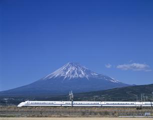 富士山と300系新幹線の写真素材 [FYI03175587]