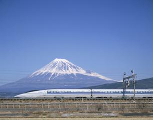 富士山と500系新幹線 静岡県の写真素材 [FYI03175602]
