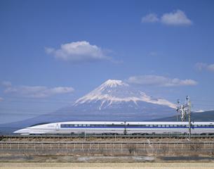 富士と新幹線500系の写真素材 [FYI03175603]