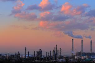京葉工業地帯夕景の写真素材 [FYI03175672]