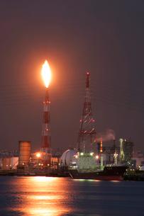 京浜工業地帯夜景の写真素材 [FYI03175682]
