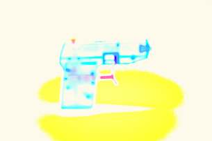 おもちゃのピストルの写真素材 [FYI03175826]