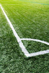 サッカー練習場の白線ラインの写真素材 [FYI03175872]