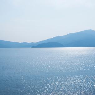 海岸の国道8号線から敦賀湾を望むの写真素材 [FYI03176072]