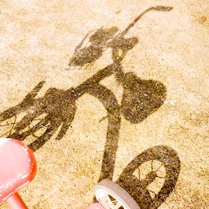三輪車の影の写真素材 [FYI03176151]