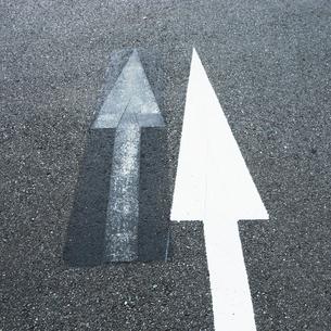 二つの矢印の写真素材 [FYI03176225]