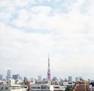 東京タワーが見える街並みの遠景の写真素材 [FYI03176256]