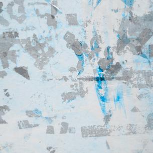 ポスターを何度も張られた壁面の写真素材 [FYI03176280]