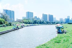 多摩川河川敷の釣り堀の写真素材 [FYI03176365]
