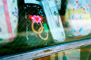 みやげ店のショーウィンドウの写真素材 [FYI03176396]