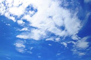 青空と初秋の白い雲の写真素材 [FYI03176476]